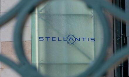 STELLANTIS DEBUTTA IN BORSA +7% A MILANO E A PARIGI