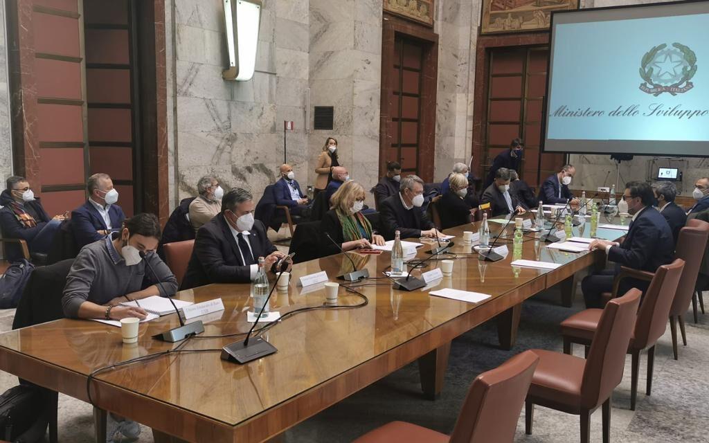 """EX ILVA: UGL """"INTERVENTO ORGANICO PER TAVOLO SU SETTORE SIDERURGICO"""""""