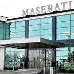 """Maserati Grugliasco, assemblea dei lavoratori. Sventola il tricolore: """"Lo vogliamo ricordare a Draghi e ai francesi che qui è Italia"""""""